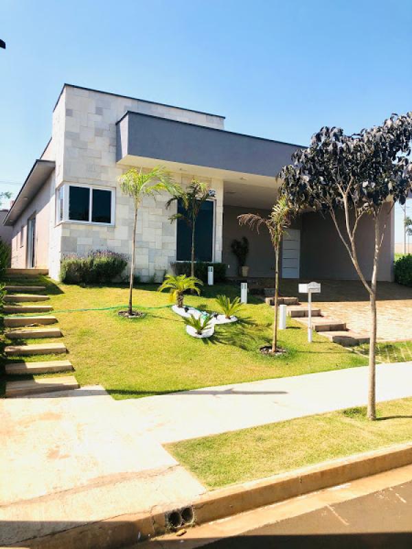 Casa térrea em condomínio Vila Bela Vista